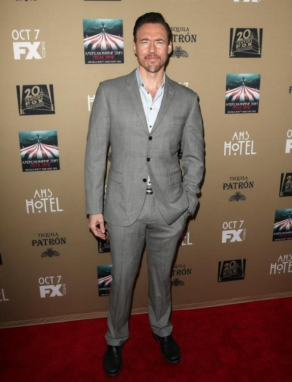 kevin-durand-premiere-american-horror-story-hotel-02.jpg